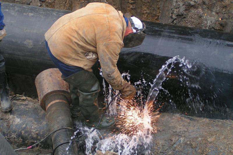 Сразу две аварии на водопроводных сетях Архангельска произошли в среду