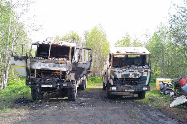 Бензовоз и лесовоз горели ночью на АЗС в Архангельской области