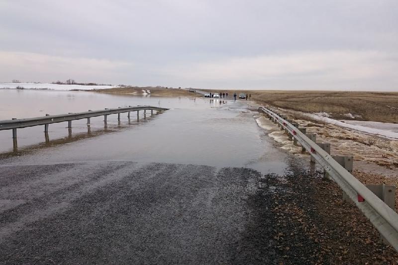 Дорогу Архангельск-Мезень затопило паводком