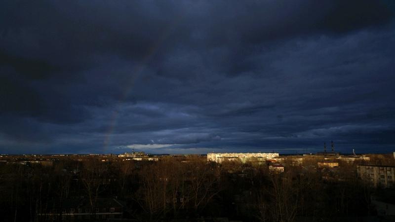 Над Архангельском после шторма загорелась первая в этом году радуга