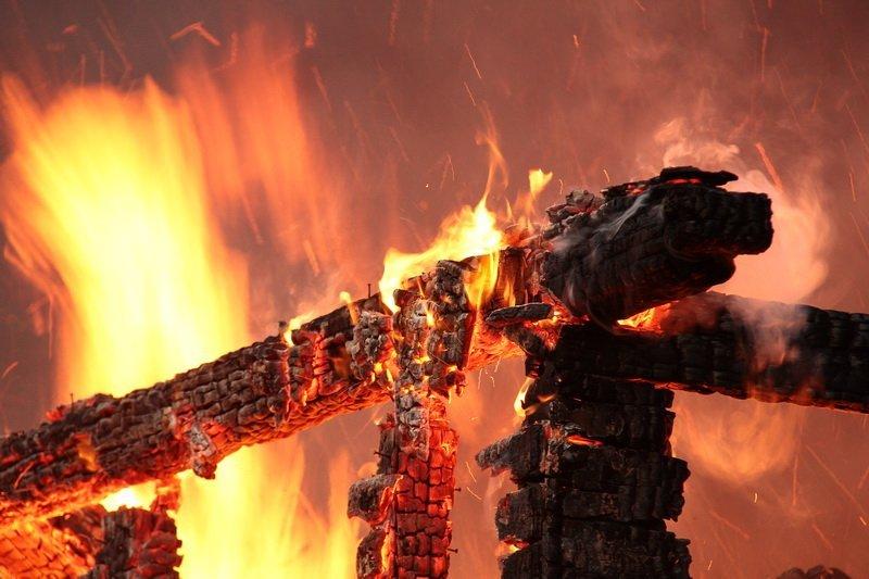 В посёлке Палово минувшей ночью сгорел дом
