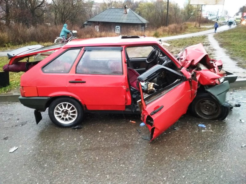 В Красноборском районе машина столкнулась с баней. Водитель погиб