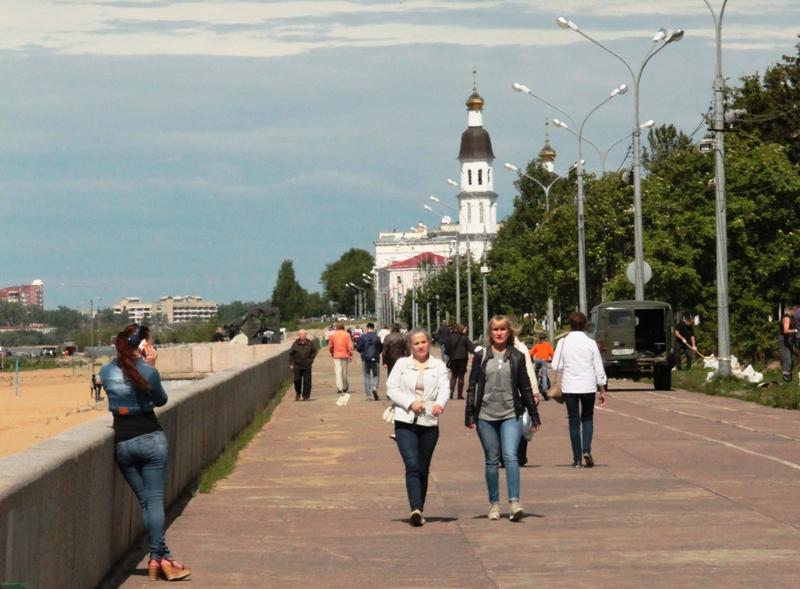 Июньский лед в Архангельске опасен. Туристы счастливы