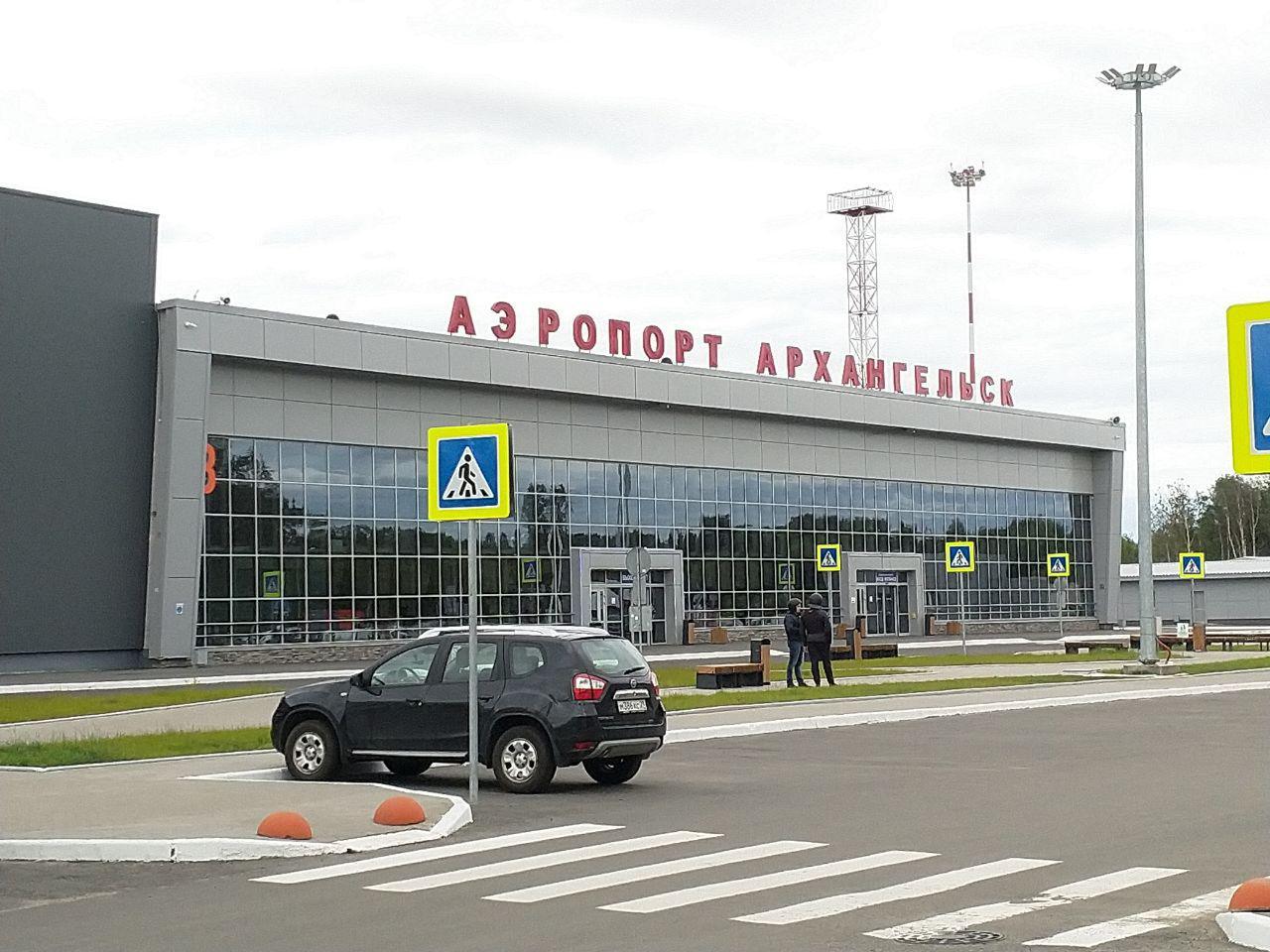 Аэропорт Архангельска блокирован спецслужбами из-за сообщения о бомбе