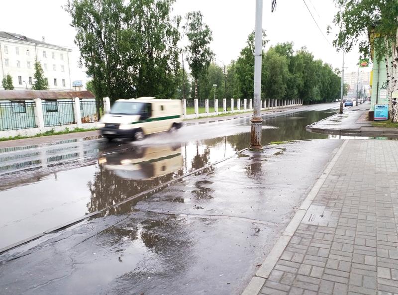 В Архангельске по проспекту Никольский в дождь не пройти