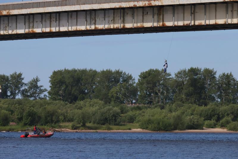 Под Краснофлотским мостом в Архангельске повесили рогатое чучело