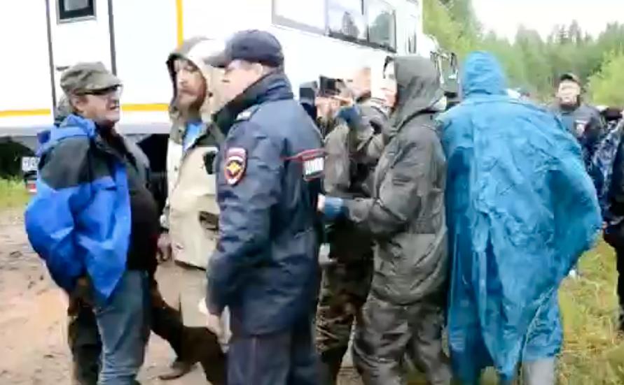 Видео столкновений экоактивистов с ЧОП на станции Шиес