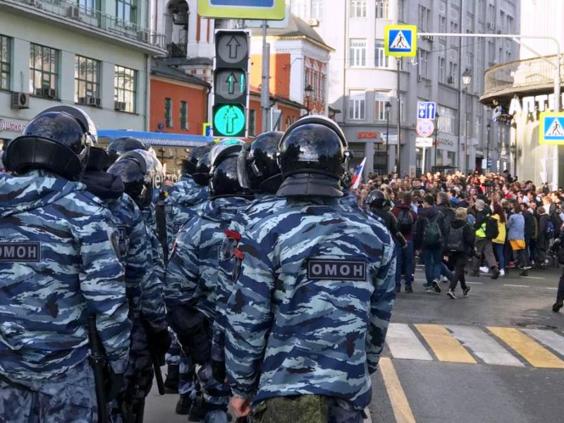 После митинга в центре Москвы полиция задержала 136 человек