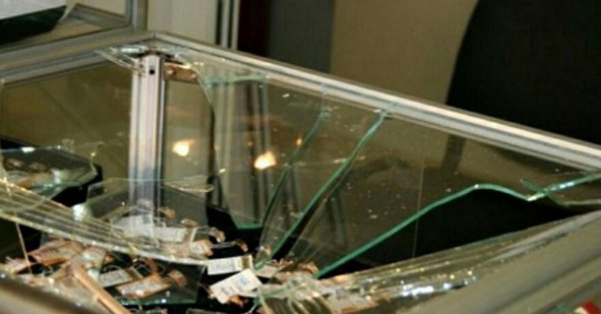 В Новодвинске грабитель ювелирного салона предстанет перед судом