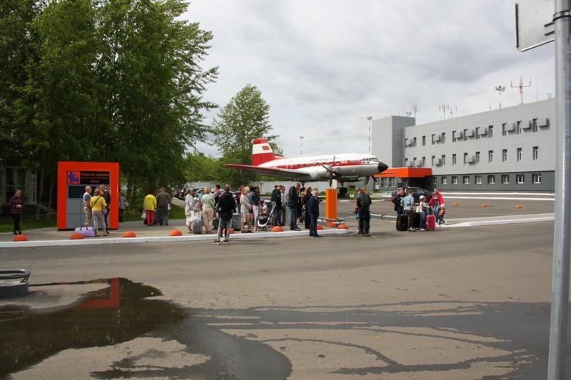 Звонок телефонного террориста прервал работу аэропорта в Архангельске