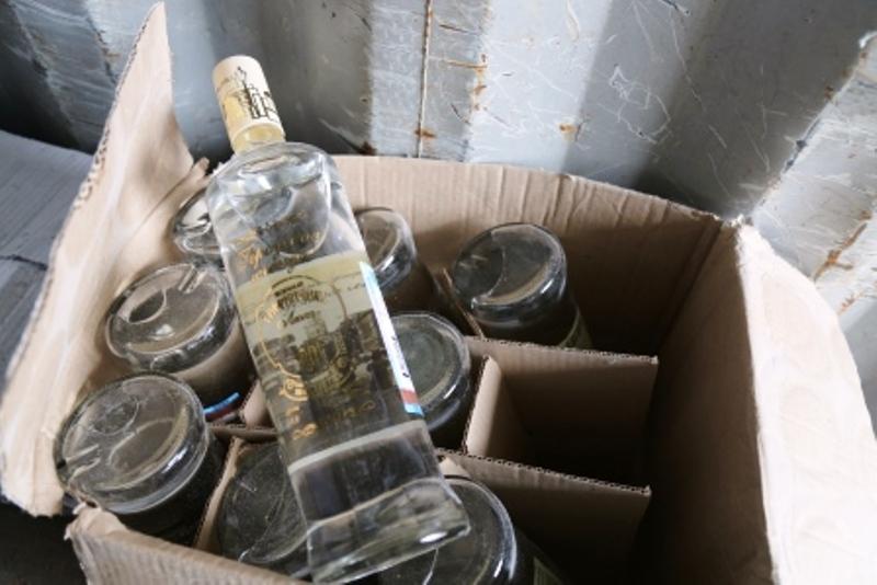 На родине Ломоносова полицейские изъяли 70 литров алкоголя