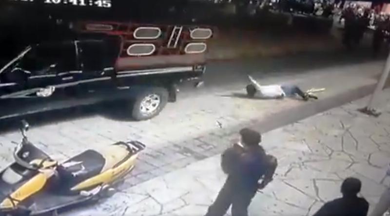 Недовольные жители Лас-Маргаритас связали мэра и протащили по улицам