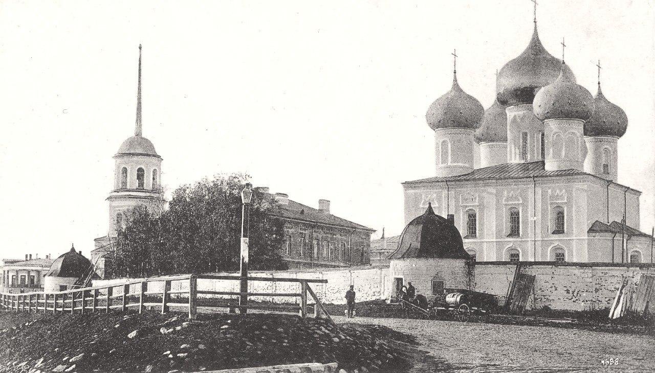 Строители варварски уничтожают Михайло-Архангельский монастырь