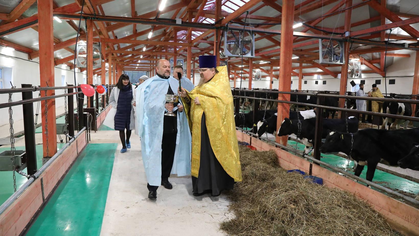 Архангельский губернатор освятил в Няндоме телятник