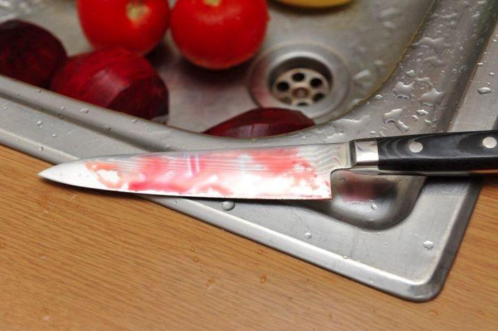 Семейные хроники Архангельска: он на неё с отвёрткой, она его — ножом