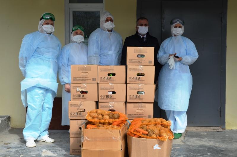 Азербайджанская диаспора передала врачам архангельской больницы фрукты и овощи
