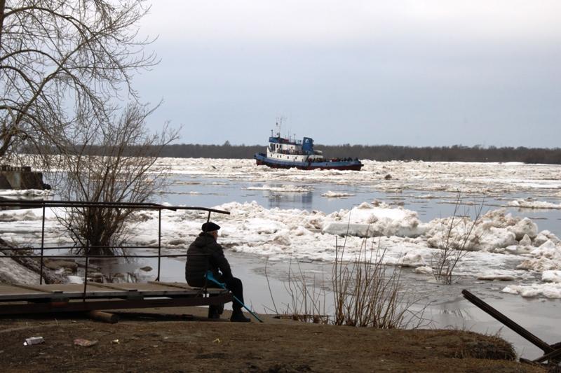 Лёд по Северной Двине несётся к морю мимо Архангельска