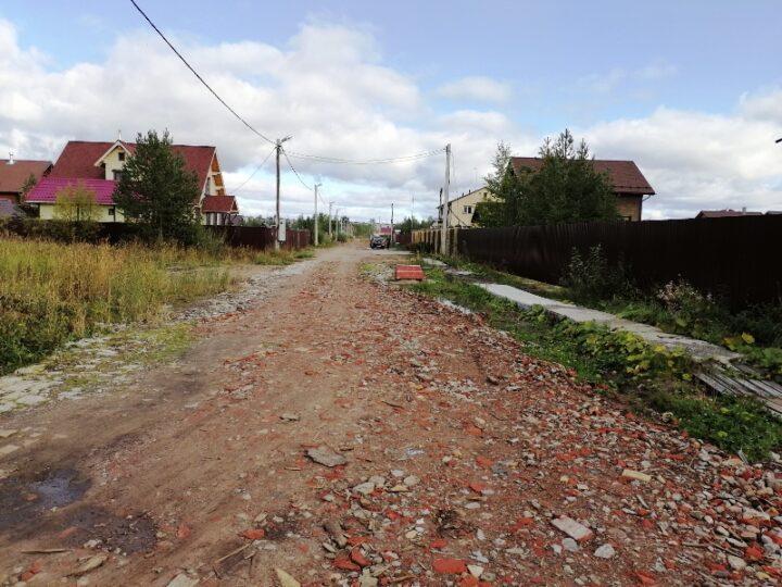 То яма, то канава, ни тротуара, ни перехода: посёлок многодетных семей в Новодвинске