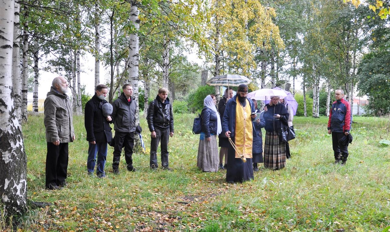 В Архангельске состоялся молебен на месте руин Михайло-Архангельского монастыря