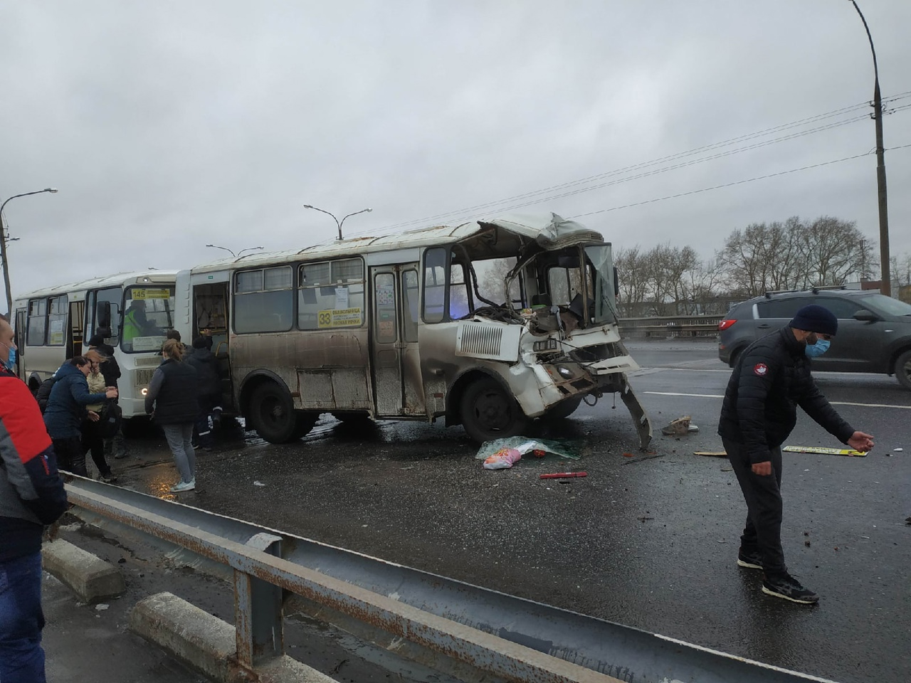 Два пассажирских ПАЗа и КАМАЗ столкнулись в Архангельске, есть пострадавшие