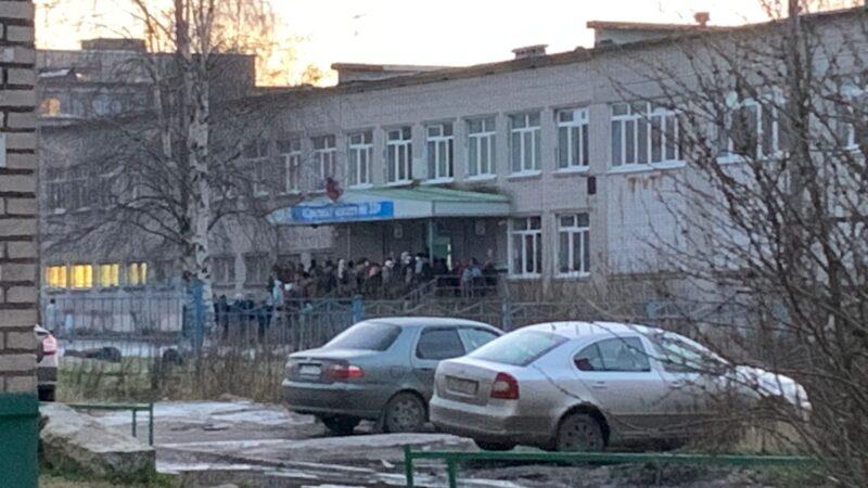 В школах Архангельска грубо нарушаются противоэпидемические меры
