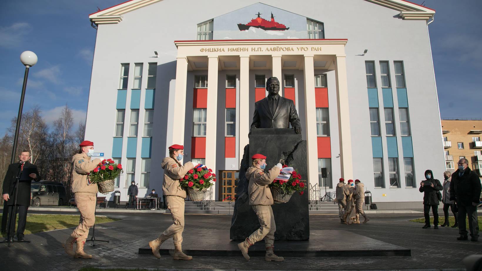 В Архангельске увековечили память Николая Лавёрова