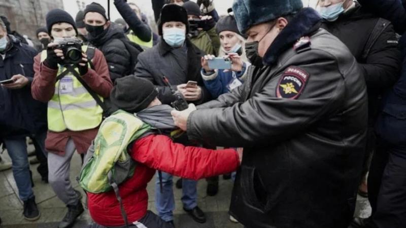 Дети пошли в СКР на допросы по делу о вовлечении школьников в протесты