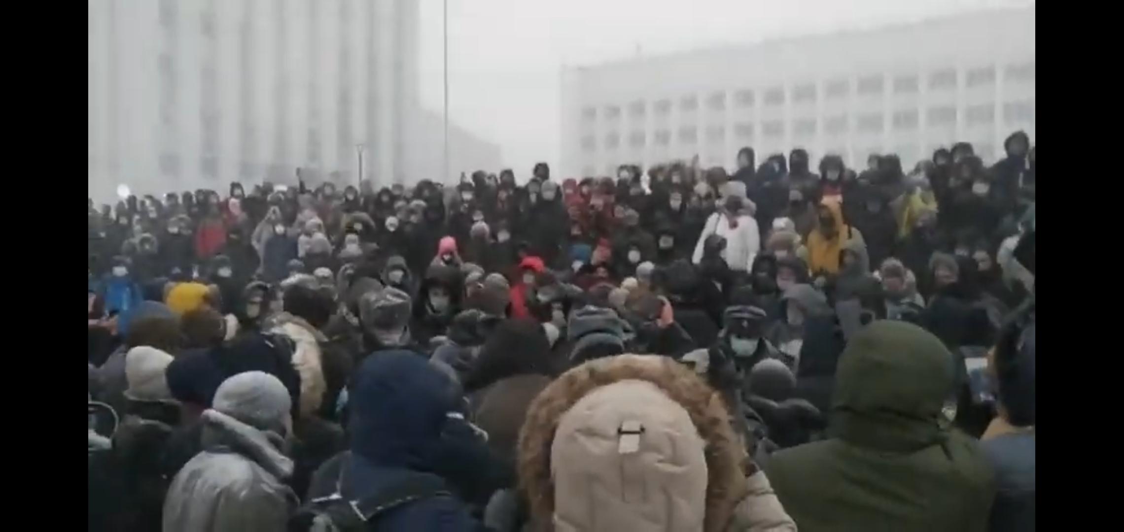 На митинге в поддержку Навального в Архангельске произошла драка с полицейскими