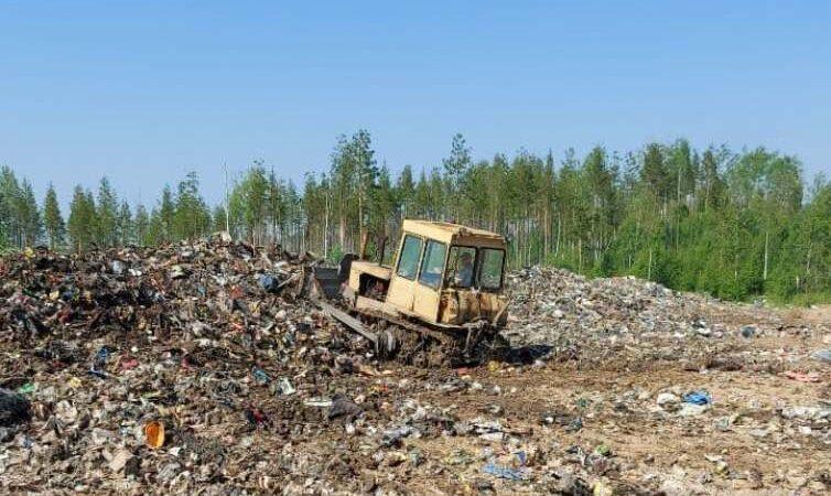 После визита депутата на свалку в Малошуйке пустили трактор
